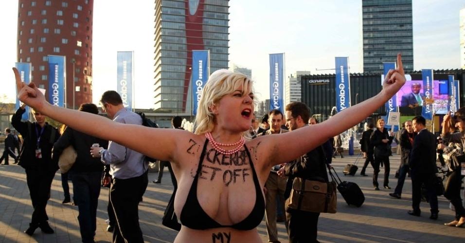 2mar2015---ativistas-do-grupo-femen-aproveitam-a-participacao-de-marck-zuckerberg-no-mobile-world-congress---maior-evento-de-tecnologia-movel-do-mundo---realizado-em-barcelona-espanha-para-1425328441893_956x500