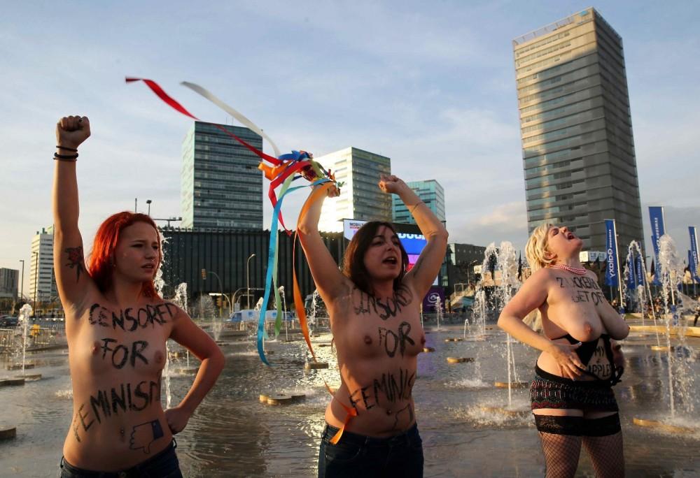 Activistas-de-Femen-protestan-en-el-MWC-de-Barcelona-por-el-machismo-de-Facebook
