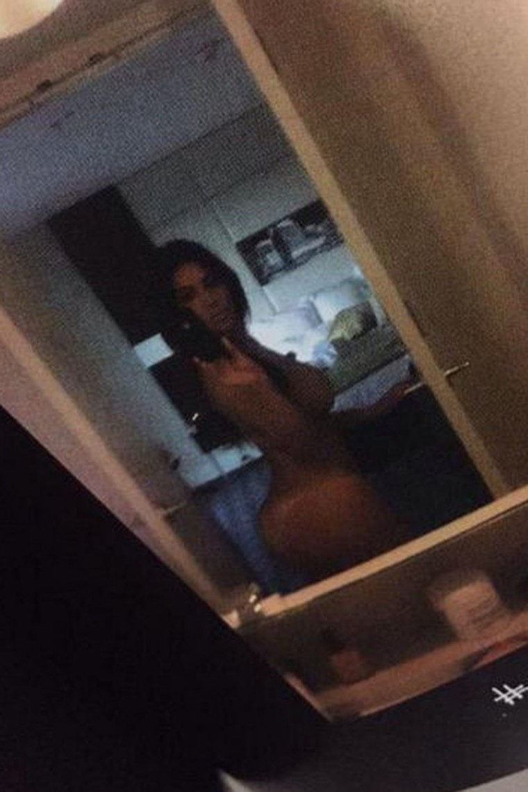 Kim-Kardashian-Nude-Selfies-From-The-Pages-Of-New-Book-Leaked-01-760x1140